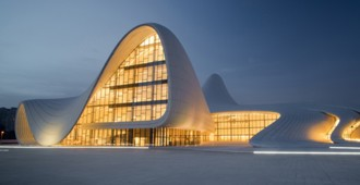 Azerbaiyán: 'Heydar Aliyev Center' - Zaha Hadid Architects