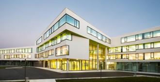 Alemania: Escuela Secundaria Ergolding - Behnisch Architekten