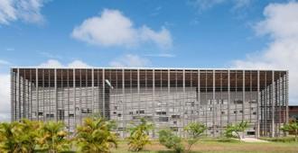 Guayana Francesa: Nueva Biblioteca Universitaria de Cayena - rh+ architecture