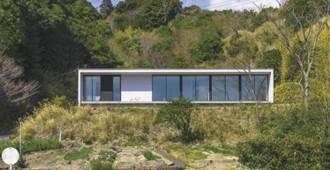 Japón: 'Casa en la ladera', Shirahama - Okuwada Architects Office