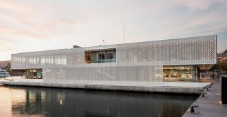 España: Marina Port Vell, en Barcelona, Edificio de Entrada - SCOB Aquitectura y Paisaje