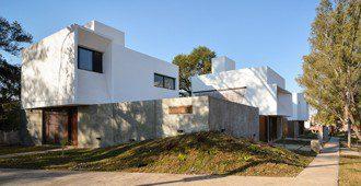 Argentina: Tres Casas en San Alfonso, Villa Allende - Andrés Alonso