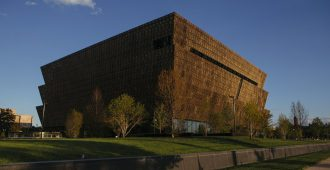 Estados Unidos: 'National Museum of African American History and Culture', Washington - David Adjaye + Philip Freelon