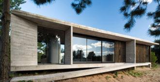 Argentina: Casa Ecuestre, Costa Esmeralda - Arq. Luciano Kruk