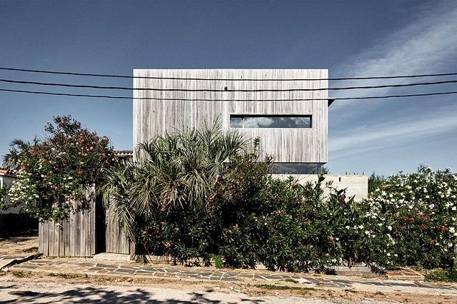Uruguay: Casa en La Pedrera - Arq. Alejandro Sticotti
