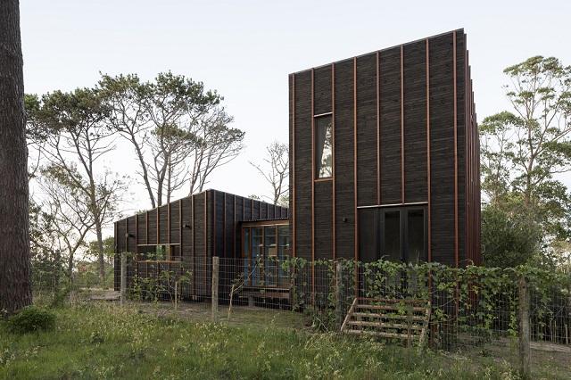Uruguay: Casa en la Juanita - Delfina Riverti + FRAM arquitectos