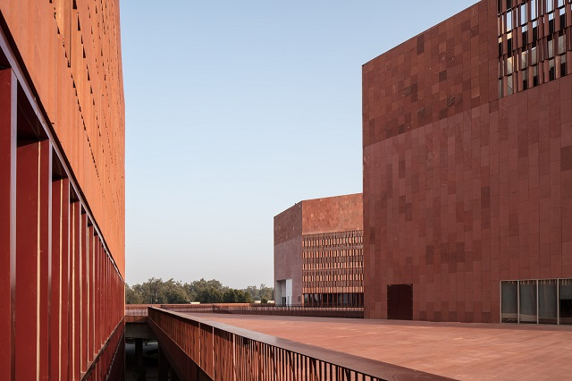 India: Laboratorio de aprendizaje de la Universidad Thapar - Mccullough Mulvin Architects + Designplus Associates Services
