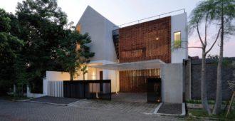 Indonesia: Casa 'Griyoase' - Andyrahman Architect