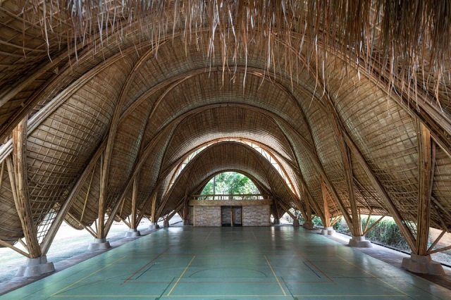 "Indonesia: El Arco, Gimnasio para la ""Green School"", Bali - IBUKU, Jörg Stamm, Neil Thomas"