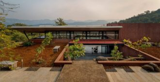India: Cove House - Red Brick Studio