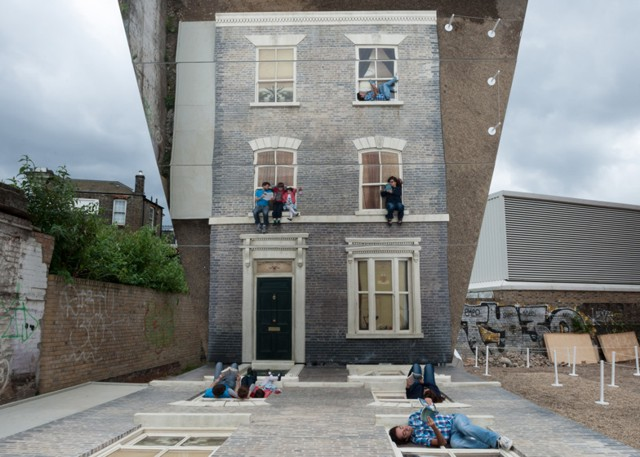 Inglaterra:  Instalación 'Dalston House' de Leandro Erlich en Londres