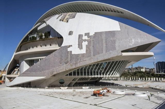 Valencia: El Palau de les Arts de Santiago Calatrava pelado