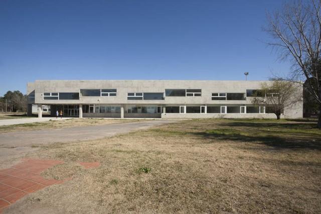 Argentina: Escuela de Ingeniería de la Universidad Nacional de Rosario - Gerardo Caballero - Maite Fernández Arquitectos