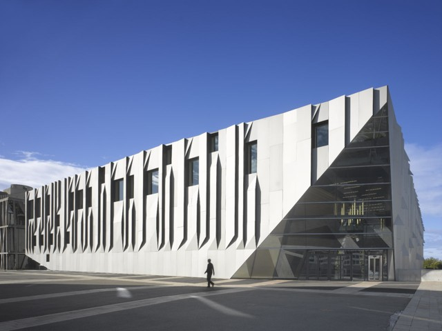 Francia: 'Conservatoire Darius Milhaud', Aix-en-Provence. Entrevista a Kengo Kuma