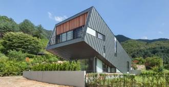 Corea del Sur: 'Casa Inclinada', Chungpyong - Praud