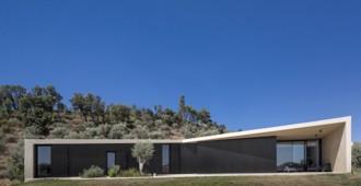 Portugal: 'Tomar Hill House' - Contaminar Arquitectos