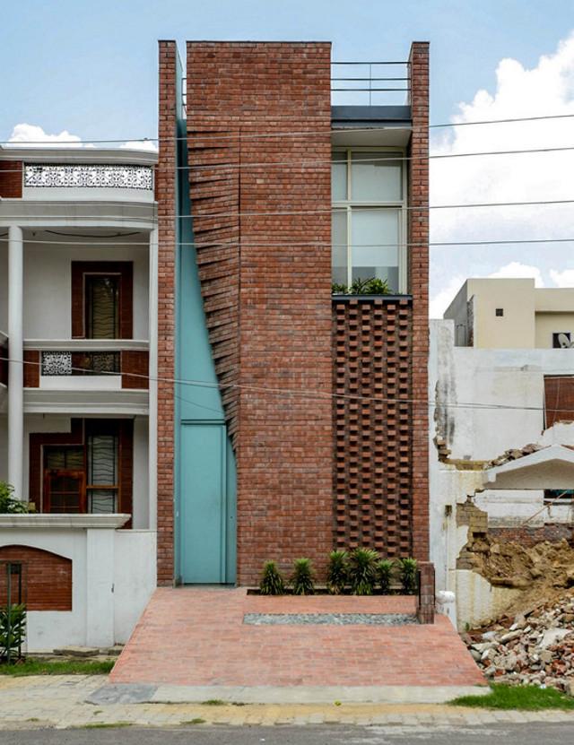 India: Oficina cortina de ladrillo - Firki Studio