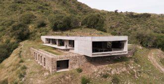 Argentina: Casa FM, Valle de Calamuchita, Córdoba - Alarcia Ferrer Arquitectos