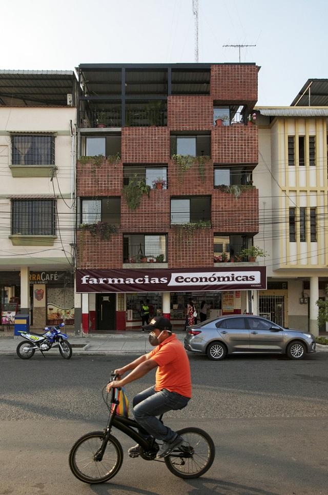 Ecuador: Operación entre medianeras - Natura Futura Arquitectura
