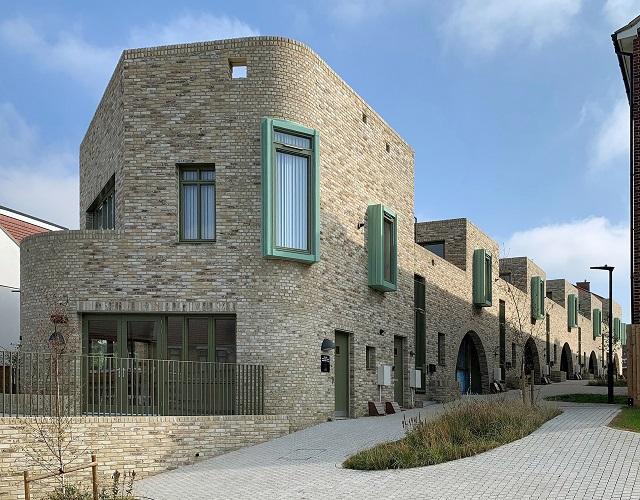 Inglaterra: Viviendas sociales en Greenwich – Peter Barber Architects