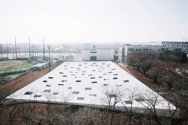 Japón: Plaza de Usos Múltiples, Instituto de Tecnología de Kanagawa - Junya Ishigami + Associates