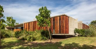Argentina: Casa Pilará - Besonías Almeida Arquitectos