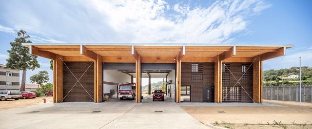 España: Parque de bomberos en Moyá - Josep Ferrando Architecture, Pedro García Hernández. Mar Puig de la Bellacasa, Manel Casellas
